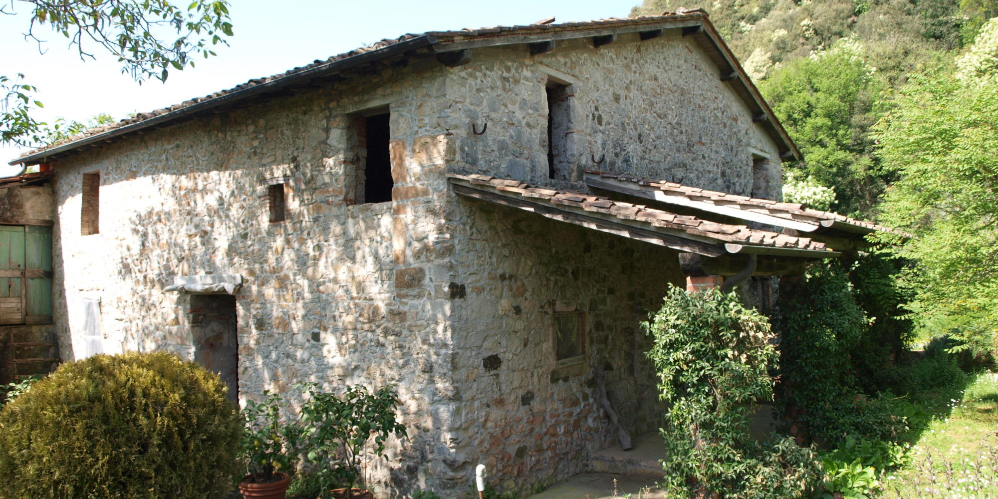 Lucca Stoned country house