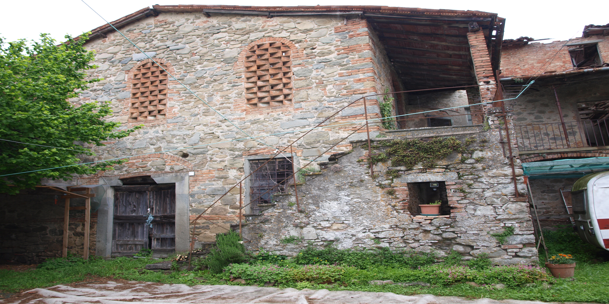 Stoned country house in Garfagnana
