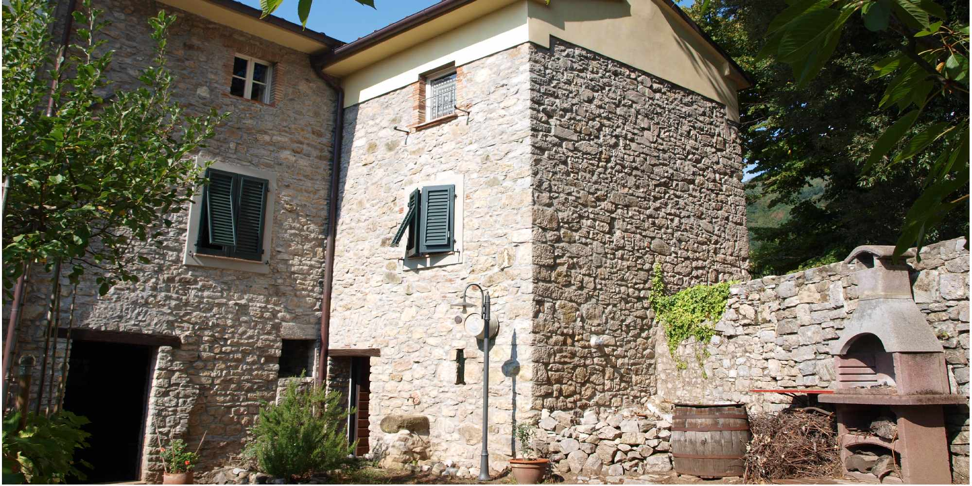 Stoned house with garden in Pescaglia