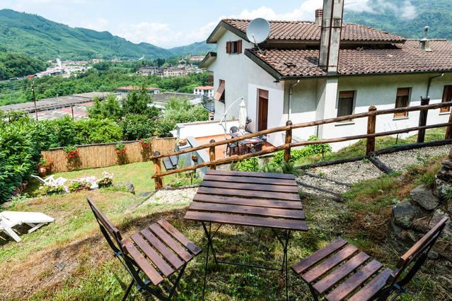 villa con giardino e terreno